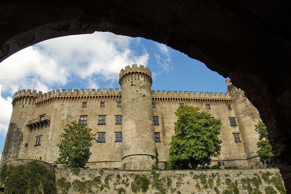 lago di bracciano castello