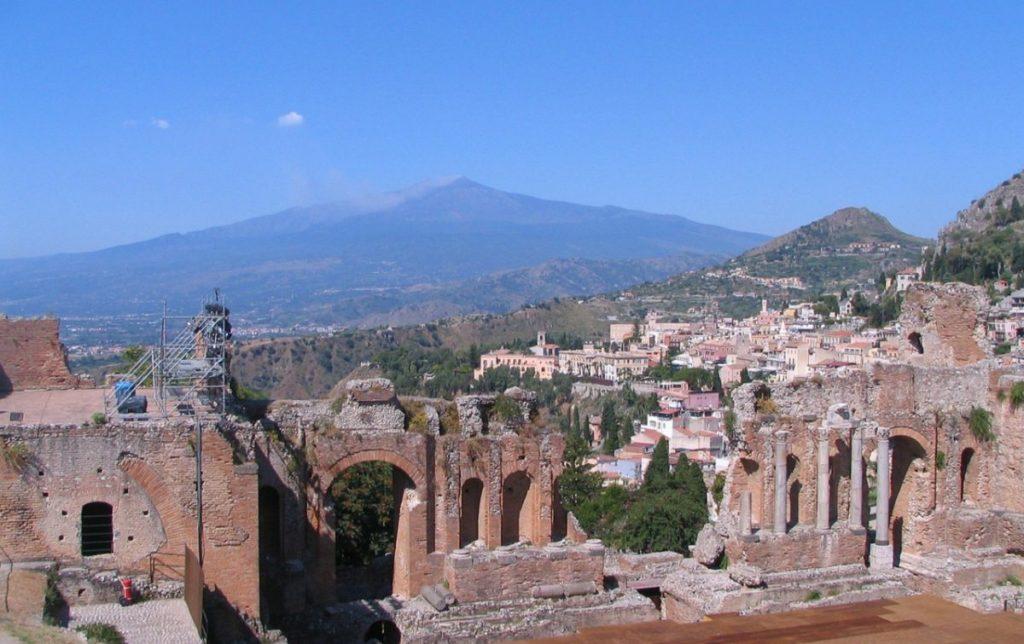 Teatro-greco-Etna-Sicilia